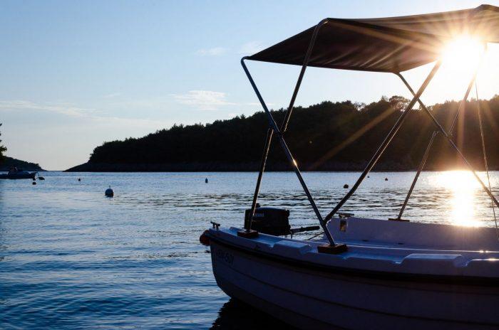 korcula boat rental kayak jakas grscica 07 700x464