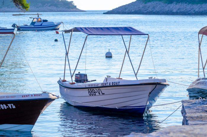rent a boat korcula jakas grscica 01 700x464
