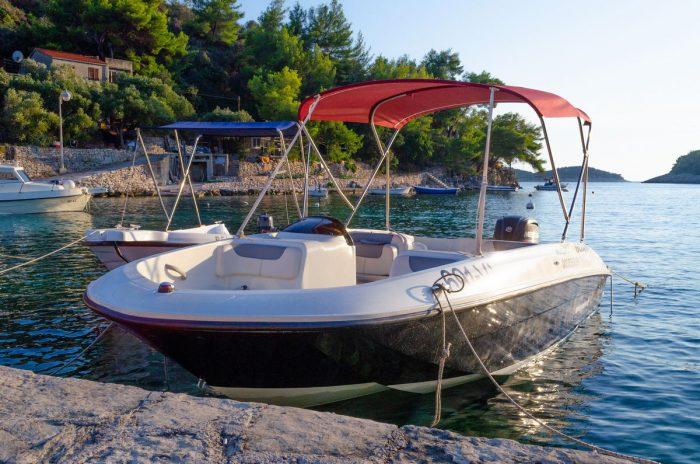 rent a boat korcula speedboat jakas grscica 01 700x464