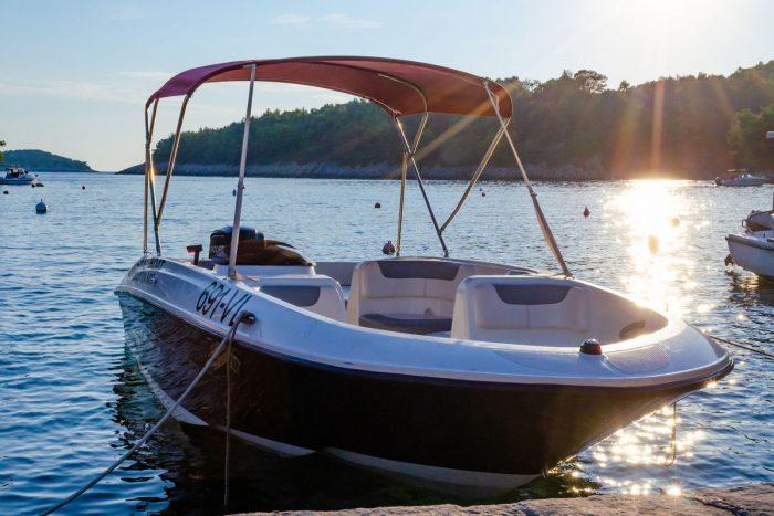 rent a boat korcula speedboat jakas grscica 03 700x467