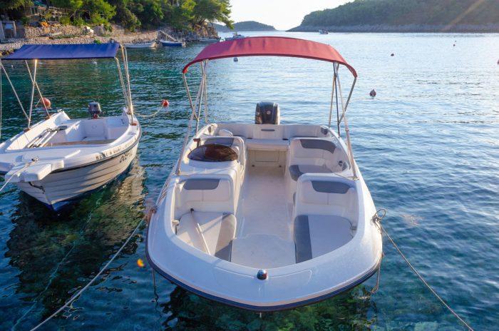 rent a boat korcula speedboat jakas grscica 05 700x464