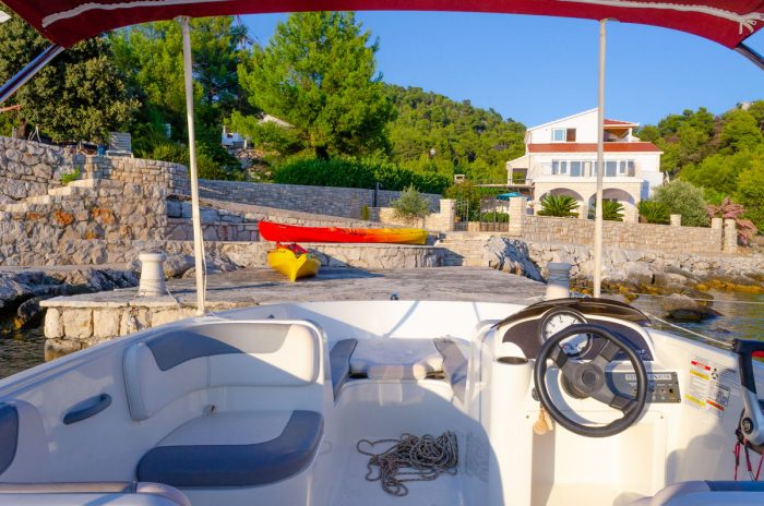 rent a boat korcula speedboat jakas grscica 06 700x464