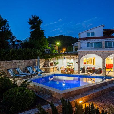 villa jakas at night 08 400x400