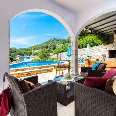 villa jakas terrace1 02 400x400