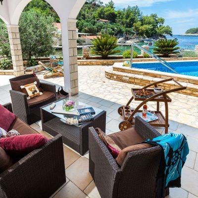 villa jakas terrace1 03 400x400