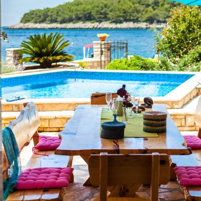 villa jakas terrace1 04 400x400