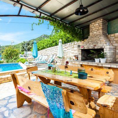 villa jakas terrace1 05 400x400