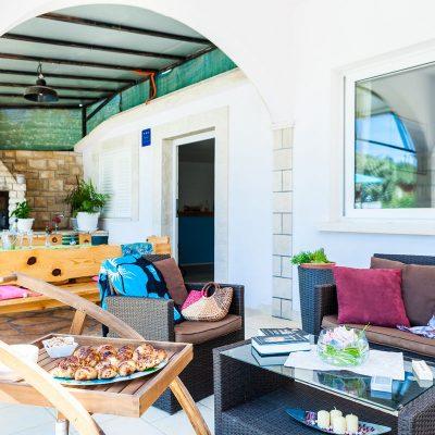 villa jakas terrace1 08 400x400