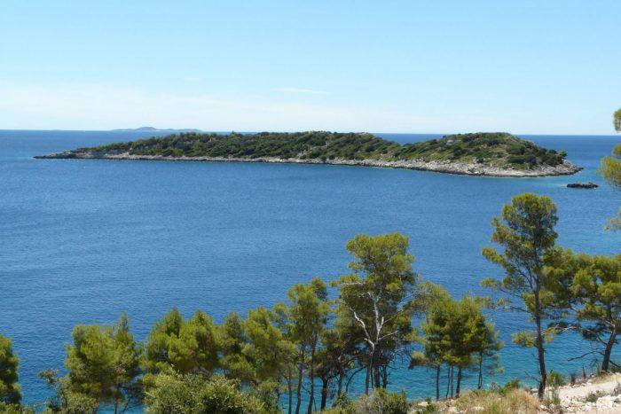visit islets near grscica from villa jakas 700x467